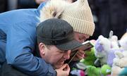 Cha mẹ tuyệt vọng nhìn 3 con trong biển lửa ở trung tâm thương mại Nga