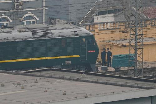 Đoàn tàu được cho là chở phái đoàn Triều Tiên rời ga Bắc Kinh chiều nay. Ảnh: Reuters.