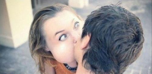 Bối rối nụ hôn đầu.