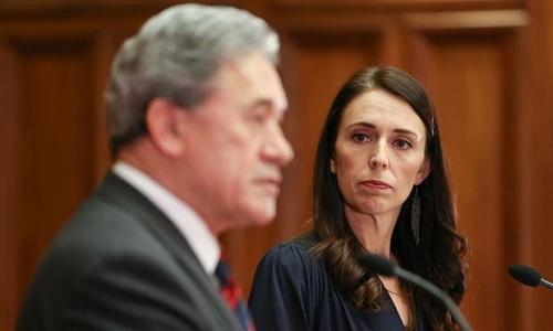Ngoại trưởng New ZealandWinston Peters (trái) và Thủ tướng Jacinda Arden. Ảnh: Guardian.
