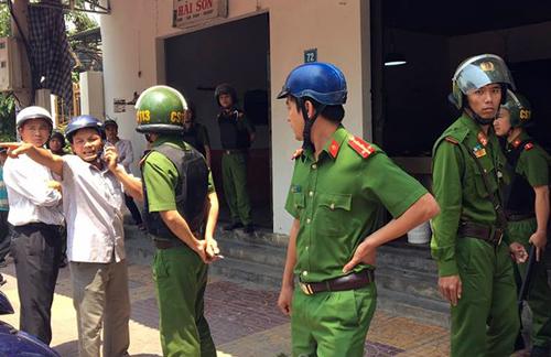 Cảnh sát phong tỏa hiện trường, điều tra vụ bắn nhau. Ảnh: Sơn Nguyễn.