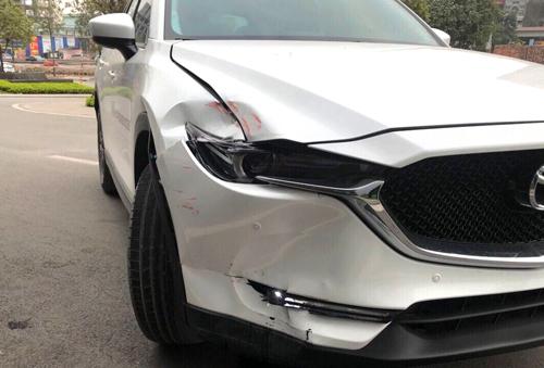 Chiếc CX-5 bị móp đầu với chi phí sửa 98 triệu đồng.