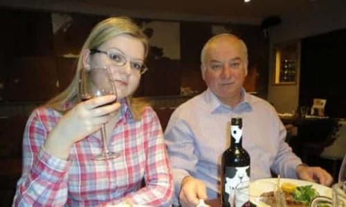 Sergei Skripal và con gái Yulia là hai người bị đầu độc bằng chất độc thần kinh Novichok ở Anh. Ảnh: Guardian.