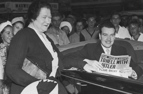 WilliamPatrick Hitler và mẹ trong một sự kiện ở New York. Ảnh: War History.