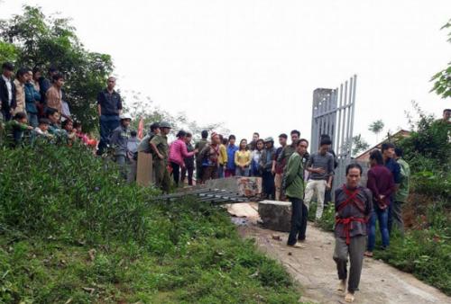 Cổng trường nơi xảy ra tai nạn làm một học sinh tử vong.