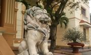 Linh vật ngoại lai canh cửa công sở cấp huyện ở Hải Dương