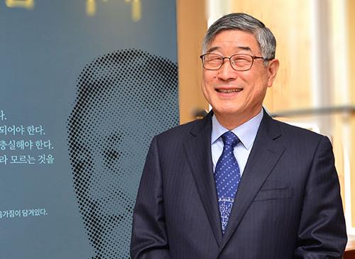 Tiến sĩ Kum Donghwa, Viện trưởng VKIST.