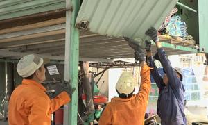 Tháo dỡ nhiều hạng mục vi phạm phòng cháy ở chung cư TP HCM