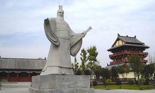 Một bức tượng Tào Tháo được xây dựng ở thành phố Hứa Xương, tỉnh Hà Nam. Ảnh: SCMP.