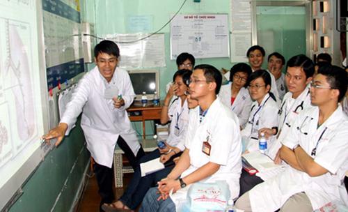 Sinh viên Đại học Y dược TP HCM.
