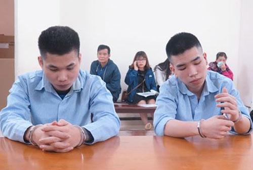 Tuấn Anh (trái) và Lợi tại tòa.