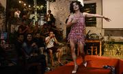 Thế giới nghệ sĩ giả gái Việt Nam qua lăng kính của hãng thông tấn Pháp