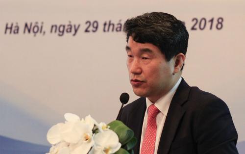 Ông Ju-Ho Lee cho rằng Hàn Quốc và Việt Nam đang có một số hạn chế giống nhau và cần thay đổi để nâng cao chất lượng giáo dục. Ảnh: Dương Tâm