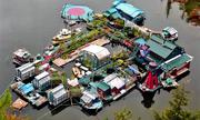 Bỏ thành phố, vợ chồng Canada xây nhà nổi trên vịnh