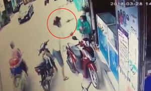 Cô gái đi SH bị côn đồ dí dao, cướp điện thoại giữa ban ngày