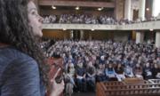 1.200 sinh viên Mỹ ngồi kín giảng đường lớp bí quyết sống hạnh phúc