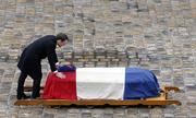 Pháp cử hành quốc tang cảnh sát thế thân cho con tin