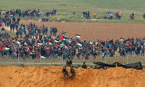 Đụng độ đã nổ ra giữa người biểu tình và quân đội Israel gần hàng rào an ninh tại Gaza. Ảnh: AFP.