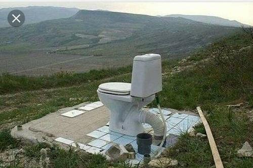 Nhà vệ sinh hòa hợp với thiên nhiên.