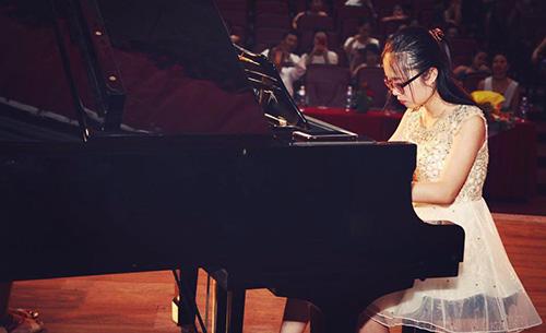 Nữ sinh yêu thích piano từ nhỏ. Ảnh: NVCC.