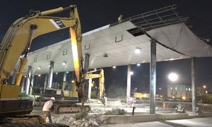 TP HCM tháo dỡ trạm thu phí Thủ Thiêm trong đêm