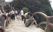 Đường lên núi ở Tràng An cổ bị tháo dỡ