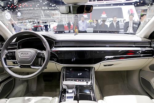Nội thất Audi A8L 2018 hiện đại hơn thế hệ cũ