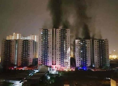 Vụ cháy ở tòachung cư ở quận 8 TP HCMrạng sáng 23/3 khiến 13 người tử vong.Ảnh:FB Tạ Quang Huân.