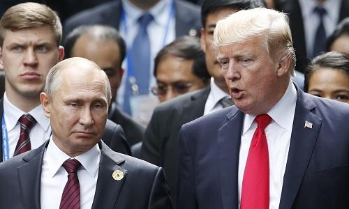 Tổng thống Mỹ Donald Trump (phải) và người đồng cấp Nga Vladimir Putin. Ảnh: AP.