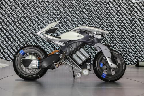 Mẫu xe ý tưởng Yamaha Motoroid dùng trí tuệ nhân tạo trưng bày tại triển lãm xe Bangkok, Thái Lan.