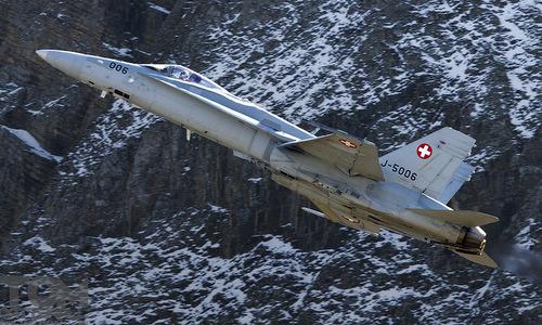Tiêm kích F/A-18C Thụy Sĩ hoạt động tại vùng núi. Ảnh: Fighter Control.