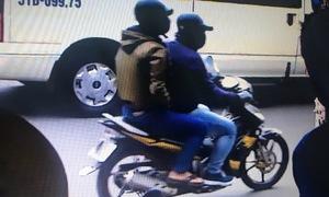 Camera ghi hình hai tên cướp ngân hàng ở TP HCM