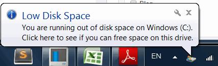 Hệ điều hành hiện thông báo ổ cứng hết dung lượng trống.