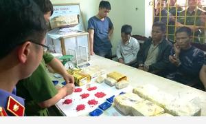 Vận chuyển 8kg ma túy đá cùng 18.000 viên hồng phiến vào Nghệ An