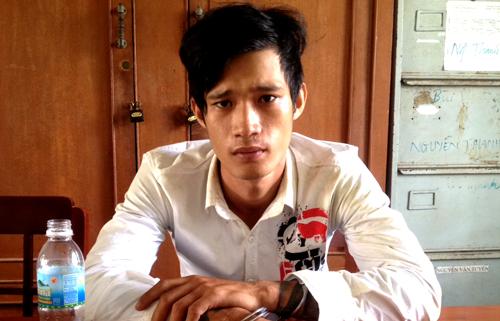 Phi thừa nhận hành vi cùng đồng bọn trộm hàng trăm bình ắc quy. Ảnh: Lam Trần.
