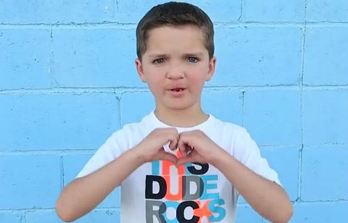 Cậu bé bảy tuổi Madden đã trải qua sáu cuộc phẫu thuật để sửa dị tật ở môi.