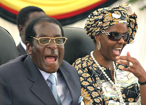 Vợ chồng cựu tổng thống Zimbabwe. Ảnh: AP.