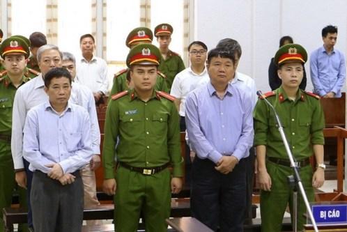 Bảy bị cáo nghe tuyên án ngày 29/3. Ảnh: TTXVN