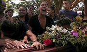 Venezuela chôn tập thể các nạn nhân trong vụ cháy nhà tù