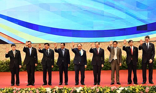 Lãnh đạo các nước GMS cùng các đối tác dự cuộc họp hôm nay tại Hà Nội. Ảnh: Giang Huy.
