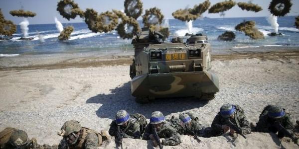 Lính thuỷ đánh bộ Mỹ - Hàn trong một cuộc tập trận chung. Ảnh: Reuters.