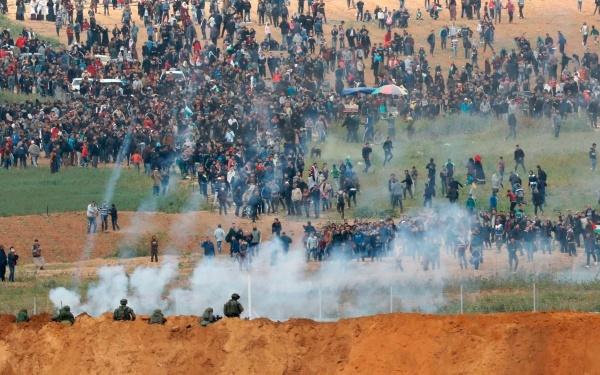 Lính Israel bắn hơi cay qua biên giới khi người biểu tình Palestine tụ tập.