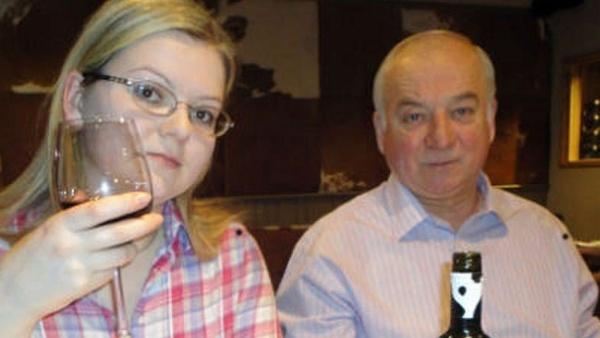 Ông Skripal và con gái. Ảnh: SkyNews.
