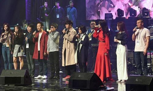 Kim Jong-un tới xem nghệ sĩ Hàn Quốc biểu diễn ở Bình Nhưỡng