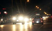 Có đèn đường cao áp, ôtô bật pha để làm gì?