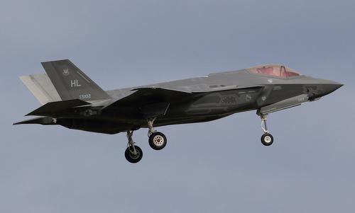 Tiêm kích F-35A được Mỹ triển khai tại căn cứ Kadena, Nhật Bản. Ảnh: Flickr.