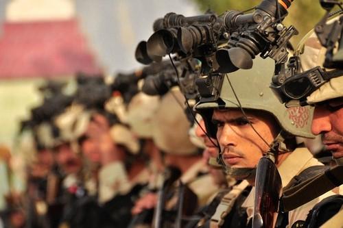 Binh sĩ Afghanistan được trang bị kính nhìn đêm. Ảnh: Fox News.