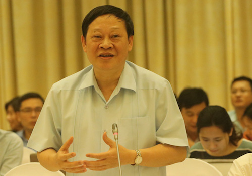 Thứ trưởng Y tế Nguyễn Viết Tiến tại cuộc họp báo Chính phủ chiều 2/4. Ảnh: Võ Hải