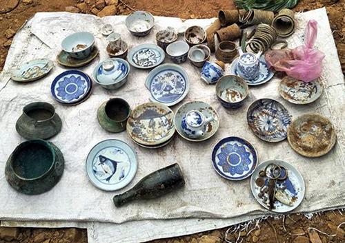 Đào móng nhà phát hiện mộ chứa trang sức