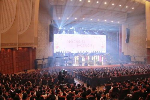 Các nghệ sĩ Hàn Quốc biểu diễn tại Triều Tiên. Ảnh: AFP.